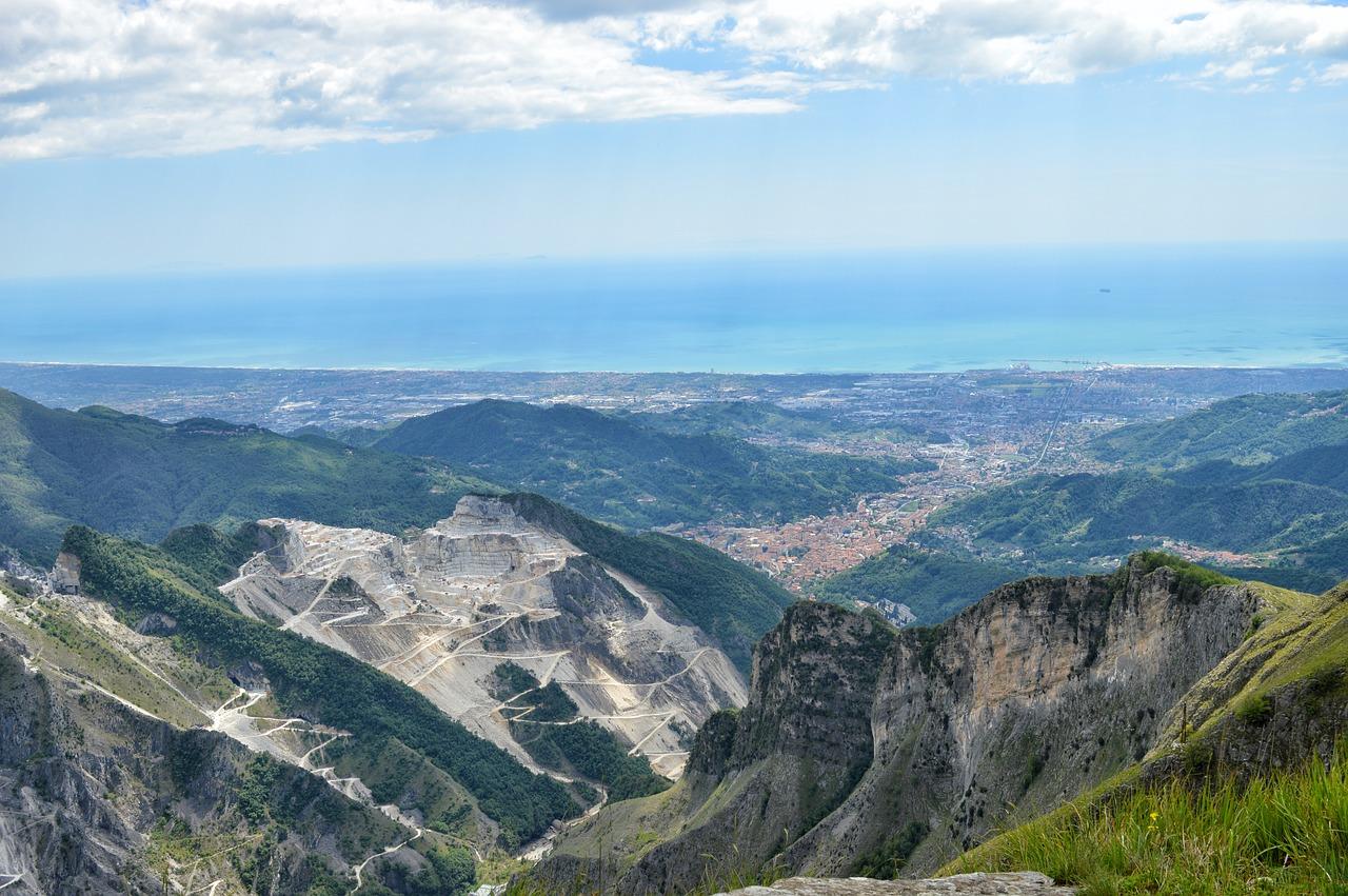 The origin of Calacatta Marble Countertops vs. Carrara Marble Countertops