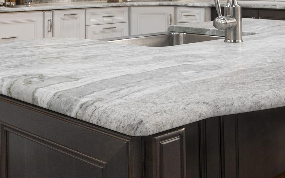 Bullnose quartz countertop edge