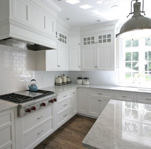 Merveilleux Classic White Kitchen Countertops And Cabinets